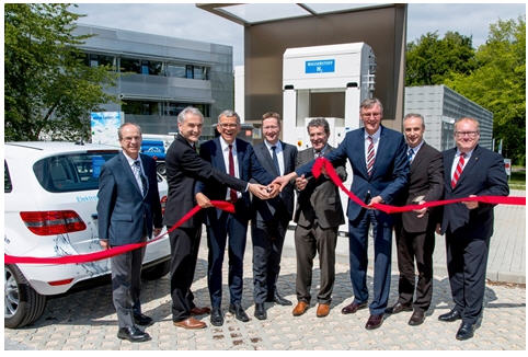 linde_makes_hydrogen_fuel_cell_refueling_a_possibility_in_ulm-ribbon_cutting_ceremony